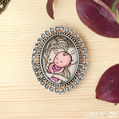 Regalos para mamás: broches con ilustraciones y dibujos de familias