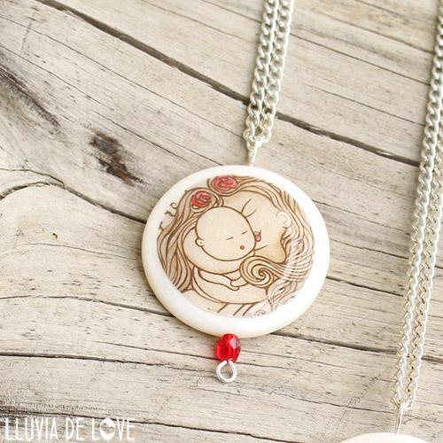 Colgante ilustrado para madres, colgante de nácar con veta traslucida a través del diseño