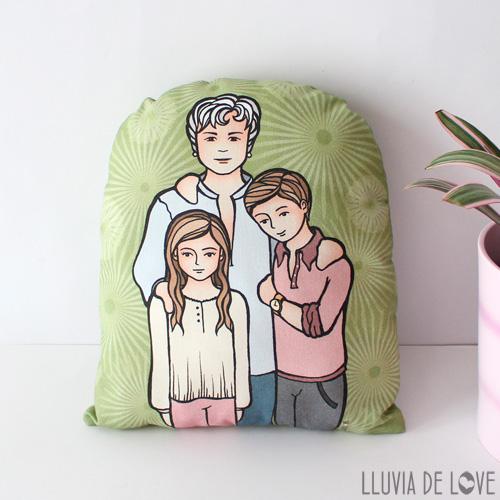 Cojines ilustrados para madres. Cojín decorativo personalizado con dibujo de tu familia. Retrato de familia en tela. Regalos personalizados sobre tela.