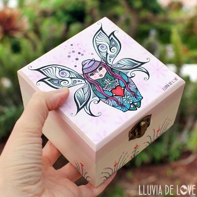 Cajas de madera hechas a mano con ilustraciones originales aplicadas con decoupage