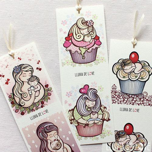 Marca páginas con cupcakes, madre con su bebé y bebé tomando biberón. Regalos económicos para madres. Regalos ilustrados en papel. Papel ilustrado.