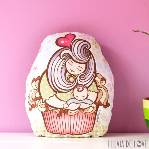 Cojines ilustrados para madres. Cojín muñeca cupcake. Cupcake de tela. Mamá cupcake de chocolate. Almohada decorada. Muñeca de tela.